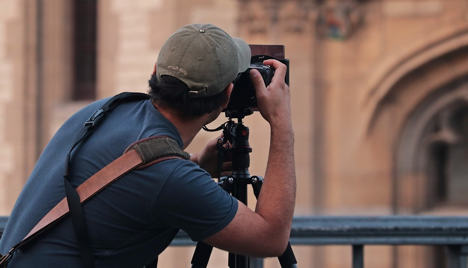 10 Accessories You Need While Buying A DSLR Camera